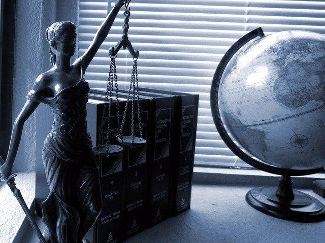 כיצד לקבל סיוע מעורך דין פלילי